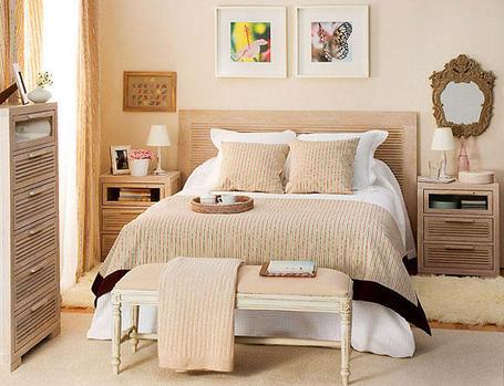 pintura satinada en un dormitorio - pinturas plásticas